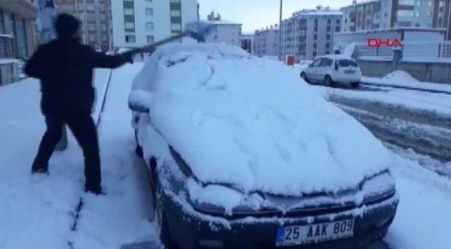 Erzurum yağan kar ile güne beyaz başladı