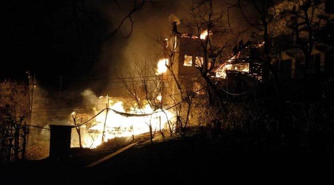 Artvin'de korkutan yangın: 7 ev kül oldu