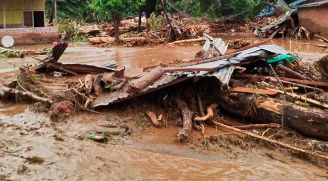Endonezya'da sel felaketi: Ölü sayısı 55'e yükseldi