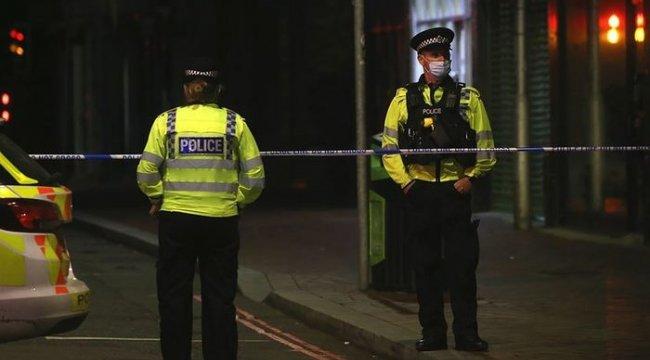 İngiltere'de siyahi hakları savunucusu kadın başından silahla vuruldu