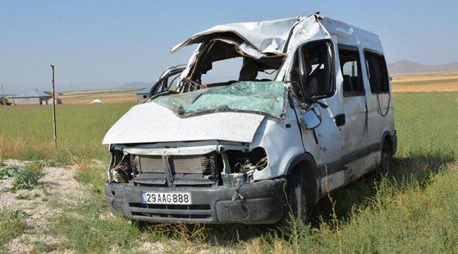 Ağrı'da minibüs devrildi! 3 kişi hayatını kaybetti