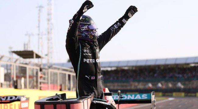 Hamilton, Formula 1'de ilk kez düzenlenecek sprint yarışına birinci sıradan başlama hakkı kazandı