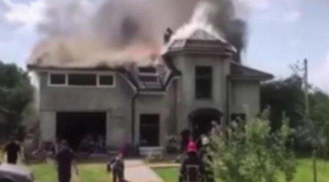 Ukrayna'da uçak evin çatısına düştü: 4 ölü