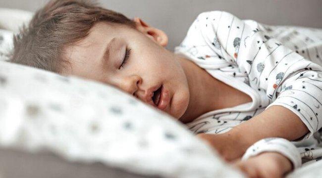 Geniz eti büyümesi belirtileri nelerdir? 3-6 yaş grubuna dikkat! Ağzı açık uyuyorsa...